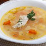Sopa de pollo o caldo de pollo español