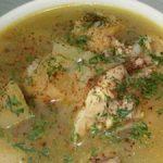Caldo de pollo colombiano
