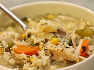caldo de pollo y arroz